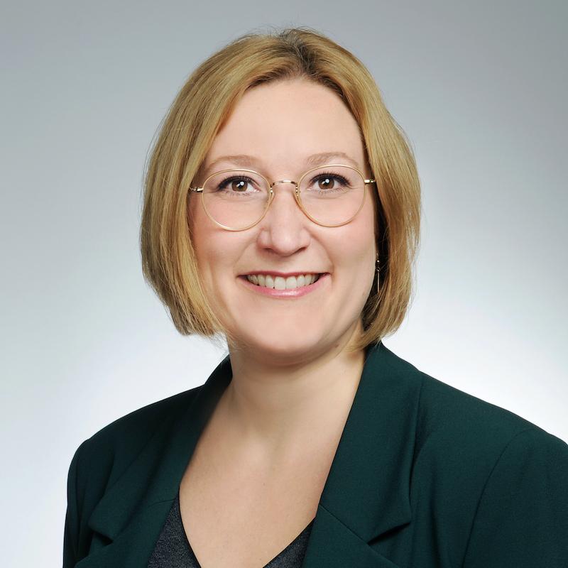 Vortrag Paid Content: Porträtfoto von Vortragsrednerin Julia Bönisch